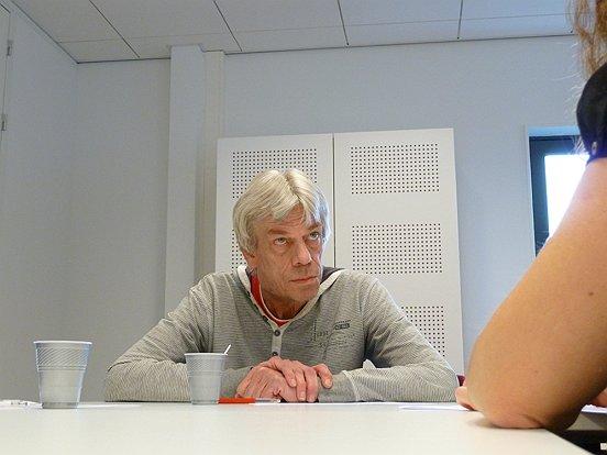 Terwijl de rest van de groep toekeek, voerde telkens één werkzoekende een kort en krachtig oefensollicitatiegesprekje met een werkmakelaar van Baanbrekers.