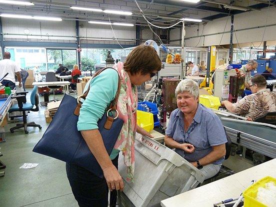 Vertegenwoordigers van het Gehandicaptenplatform Waalwijk brachten vandaag een werkbezoek aan Baanbrekers.