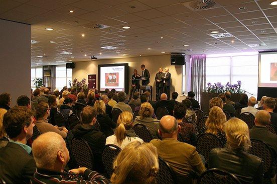 Ruim driehonderd personen waren aanwezig tijdens de startbijeenkomst van Talent2Work.