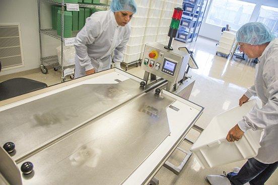 Baanbrekers werkt continu aan het up to date houden van de kennis en kunde op cleanroomgebied van de medewerkers die bij deze bijzondere productieruimte zijn betrokken.