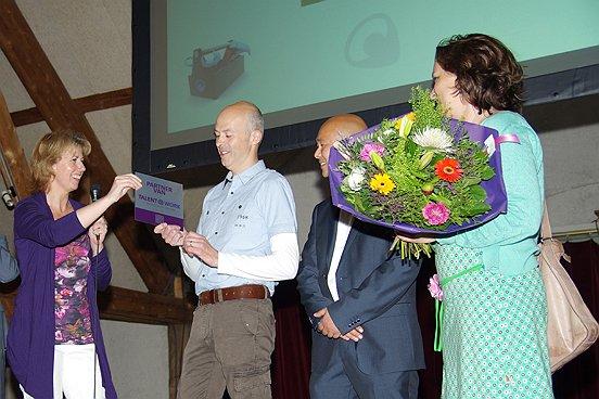 Bij de start van de Talentenbeurs werden de eerste partnerplaquettes van Talent2Work uitgereikt.
