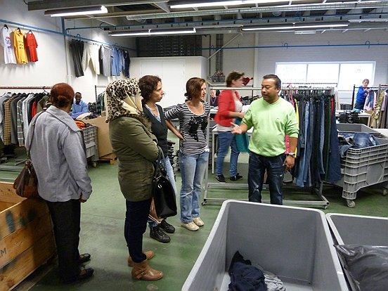 Met het geld dat de verkoop van het textiel bij Twiddus oplevert, worden werkgelegenheidsprojecten mogelijk gemaakt.
