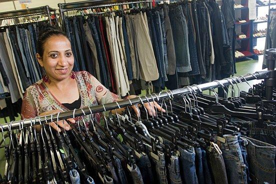 Kringloopwarenhuis Twiddus, een onderdeel van Baanbrekers, gaat aan de slag met het inzamelen, sorteren, verkopen en verder verwerken van het textiel.