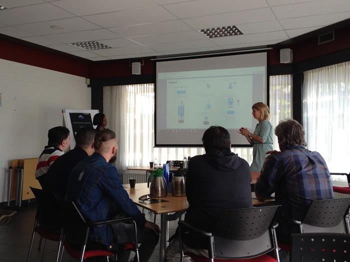 Airo3Talenten van UWV Tilburg, UWV 's-Hertogenbosch en Baanbrekers toonden veel interesse in de functies van Airopack.