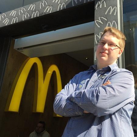 Alex ging aan de slag bij McDonald's