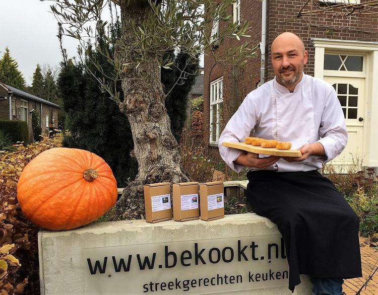 Dennis van Scheijndel, eigenaar van Bekookt, is een groot voorstander van authentiek ambachtswerk met oog voor de lokale omgeving en het milieu. Binnenkort mogen twee talenten vanuit Baanbrekers hem bijstaan op zijn zoektocht naar verantwoorde snackkwaliteit.