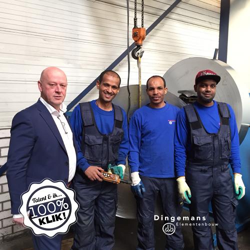 Algemeen directeur Peter Damen (links) van Dingemans Bedrijven op de foto met drie van zijn nieuwe collega's: Adhanom Habteselasie Tesfagergis, Teklu Hagos Berhe en Mekaele Tekleab Gebrekristos.