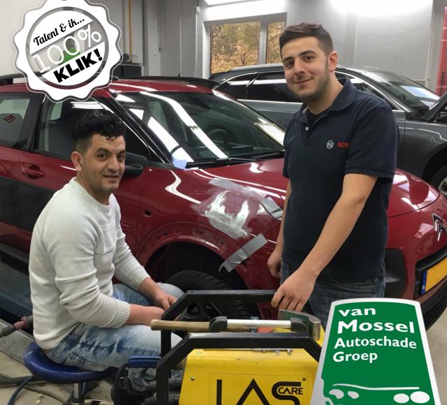 Hasaan Ibrahem (links) uit Waalwijk en Basheer Tahhan (rechts) uit Drunen studeren aan de Van Mossel Academy. Zij gaan straks – als ze voor hun opleiding slagen – aan het werk bij één van de schadebedrijven van Van Mossel.