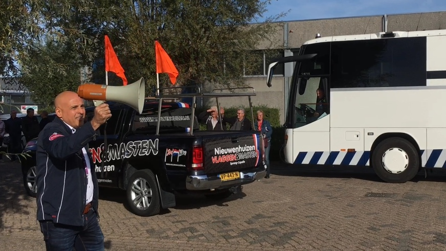 Ahmed Kansouh, directeur van Baanbrekers, geeft het startsein voor de 2018-editie van het Truckfestijn Waalwijk.