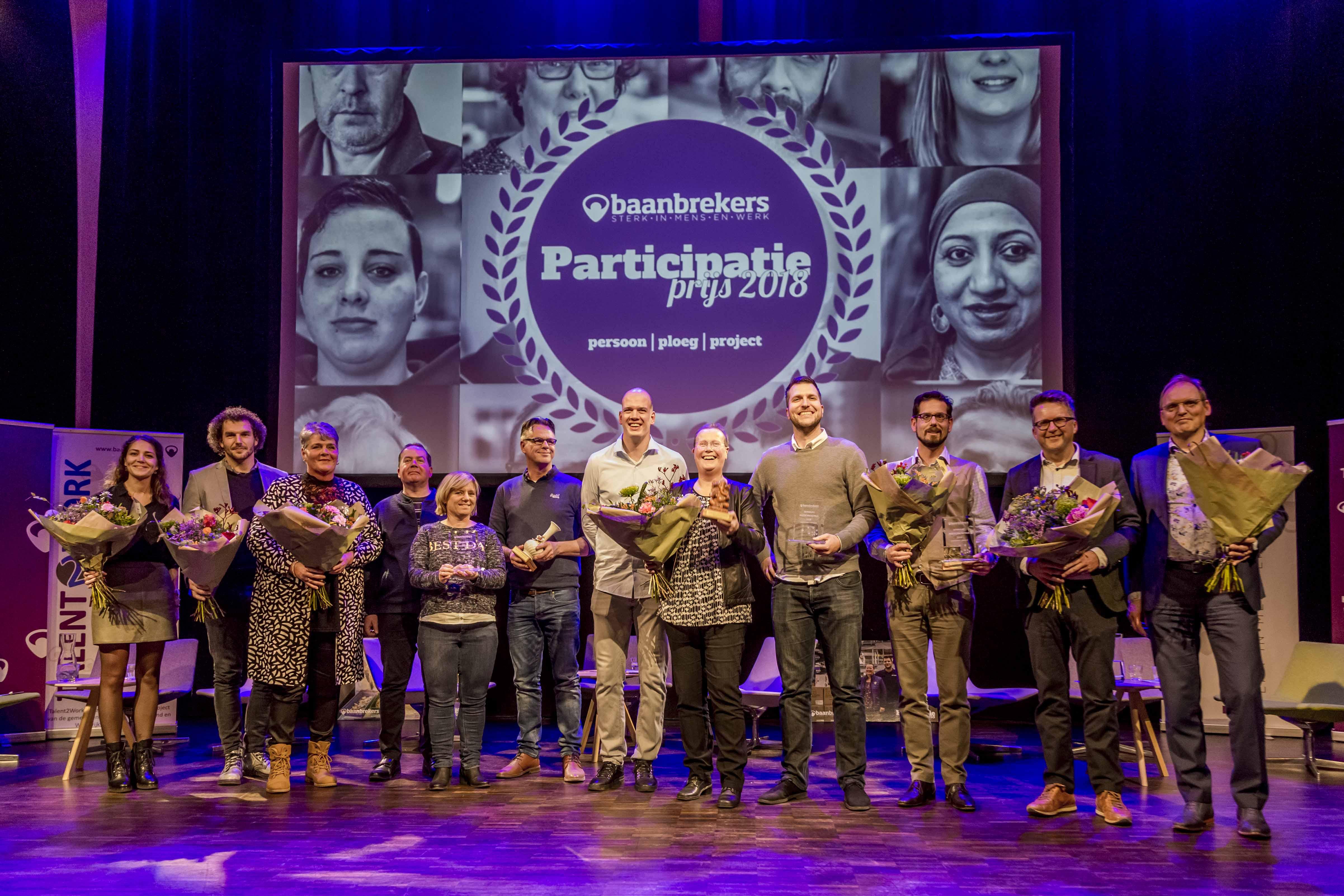 De winnaars en alle overige genomineerden voor de Participatieprijs samen op de foto