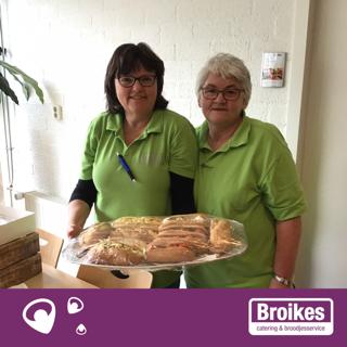 Het team van Broikes was de hele dag in de weer voor de vrijwilligers van de stembureaus.