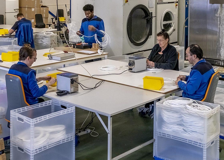 Lightronics-ploeg van Baanbrekers werkt verder in de voormalige wasserij.